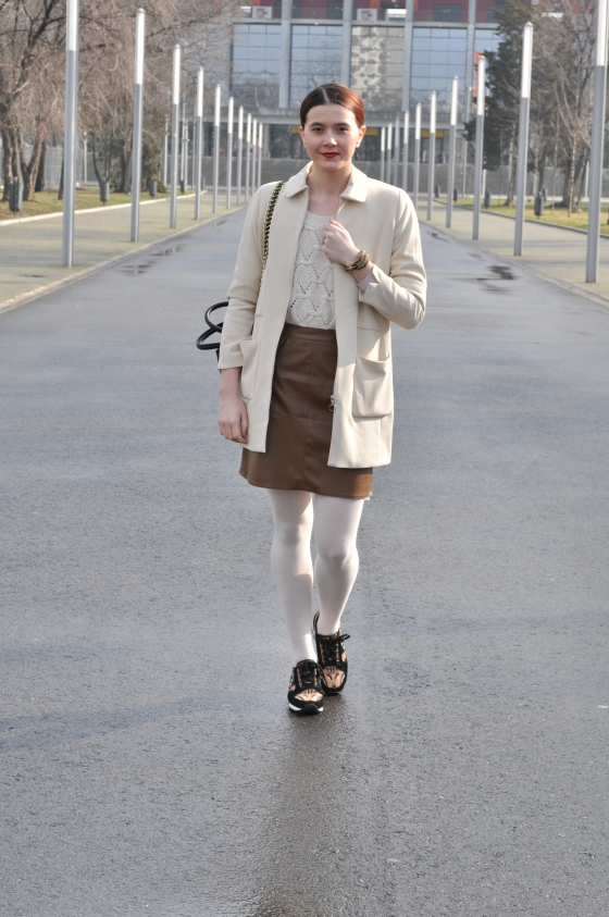 Signaturebymm, Corina Mirea, Arena Nationala, all white look, brown skirt, brown shoes, leather skirt, white tights