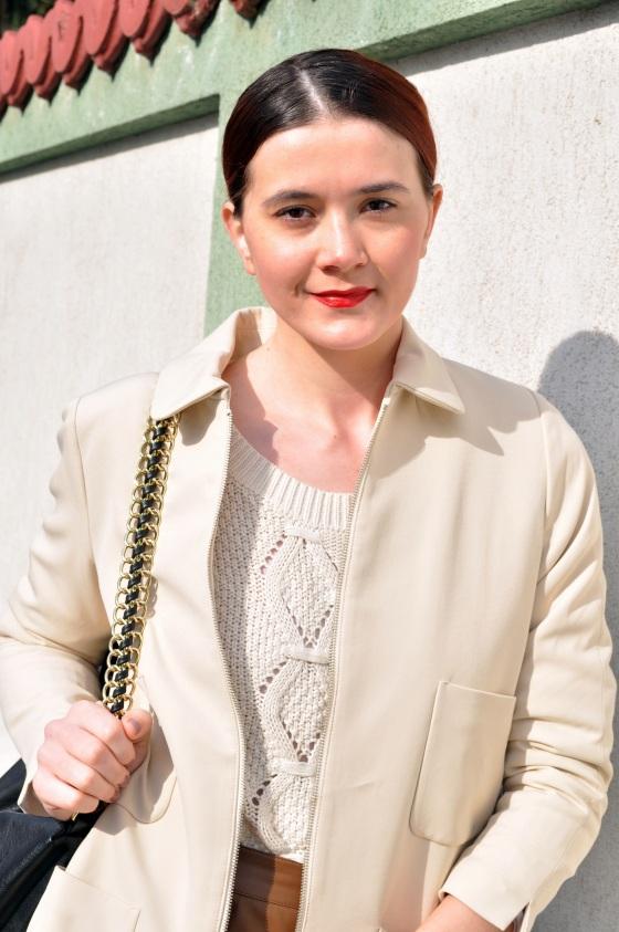 Signaturebymm, Brand Circus, white coat, red lipstick, Corina Mirea