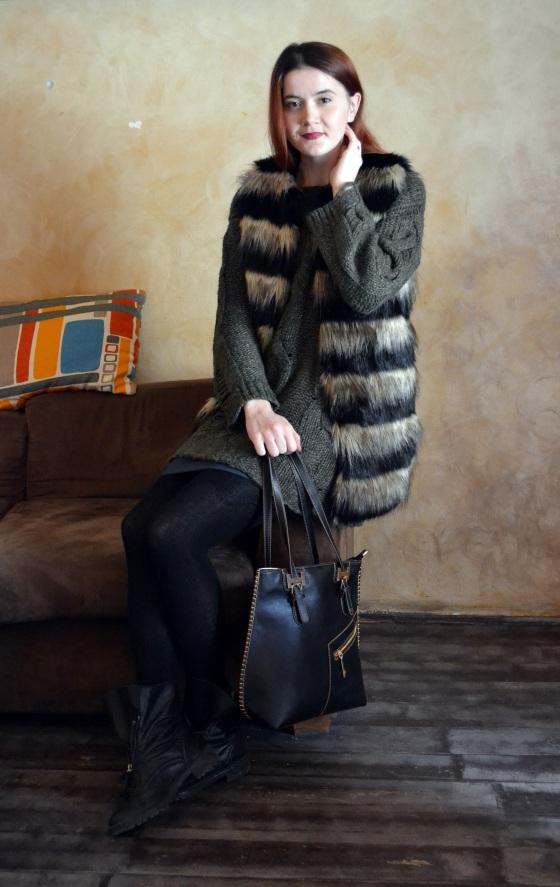 signaturebymm, signature by m&m, corina mirea, madalina misu, fashion, blog, blogger, moda, new look, stradivarius, h&m, vesta blana, poncho, cum sa porti un poncho, cum sa porti o vesta de blana, jadu, geanta jadu, geanta supradimensionata jadu, cum sa porti o geanta supradimensionata, zara, minelli,