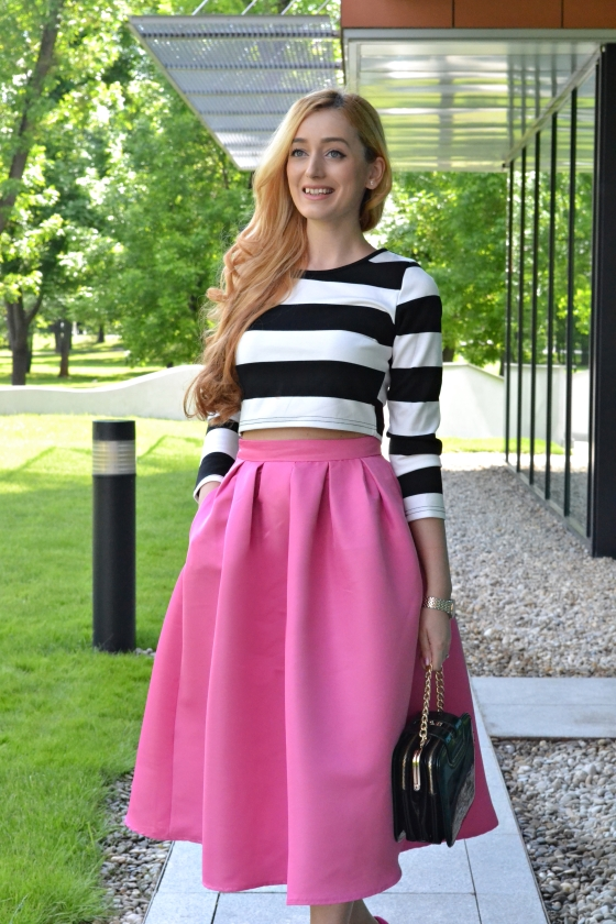 signaturebymm, signature by m&m, madalina misu, fashion, blog, blogger, moda, sheinside, she inside, she insider, striped top and midi pink skirt, striped top, midi skirt, fusta midi si top cu dungi, cum sa porti fusta midi, fusta midi sezon, trend, geanta luna style, ceas burgi, burgi watch, love moschino pink shoes, love moschino pantofi roz cu buline albe, moschino shos, pantofi moschino, fashion days