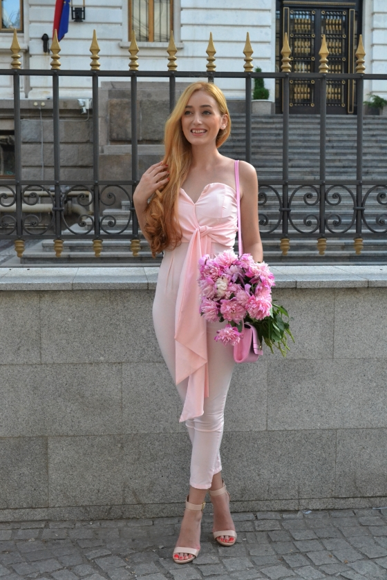 signaturebymm, signature by m&m, madalina misu, fashion, blog, blogger, moda, salopeta roz, pink jumpsuit, walktrendy, walktrendy jupsuit, peonies, soufeel bracelet geanta dorothy perkins, dorothy perkins bag,  sandale steve madden, steve madden sandals, leather sandals, fashion days