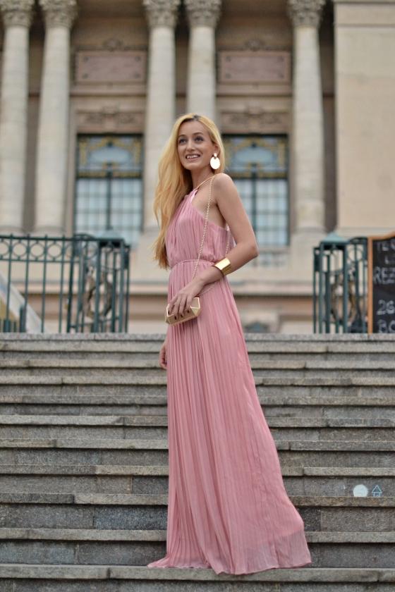 signaturebymm, signature by m&m, madalina misu, fashion, blog, blogger, moda, shein, long pink dress, rochie lunga, ce sa porti la bal, nunta, rochie eveniment, cluctch mango, clutch auriu, cercul militar