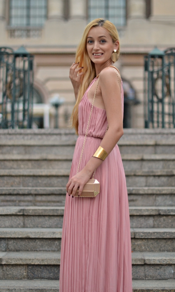 signaturebymm, signature by m&m, madalina misu, fashion, blog, blogger, moda, shein, long pink dress, rochie lunga, ce sa porti la bal, nunta, rochie eveniment, cluctch mango, clutch auriu, cercul militar