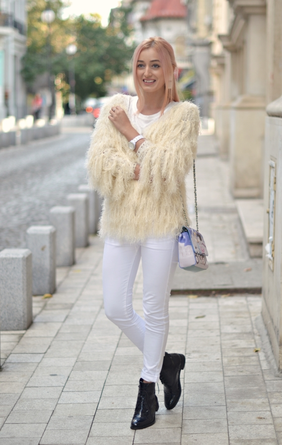 madalina misu, signaturebymm, signature by m&m, blog moda, fashion blog, blogger, blog de moda, top bloggeri, cum purtam cardiganul pufos, cum purtam cardiganul fluffy, casual outfit, idei outfit casual, how to wear the fluffy cardigan, tricou cu text, cumparaturi pe site-uri asiatice, cardigan cu franjuri, fringed cardigan shein