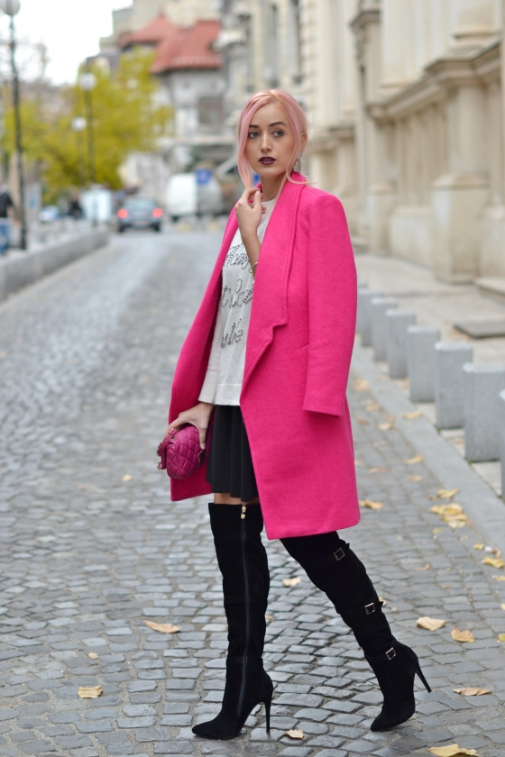 madalina misu, blog moda, fashion blog, cum purtam cizmele peste genunchi, cum purtam paltonul roz, how to wear the over the knee boots, how to wear the pink coat, moschino bag, amiclubwear boots, cizme amiclubwear, palton romwe, amiclubwear black boots, romwe pink coat, pink moschino bag