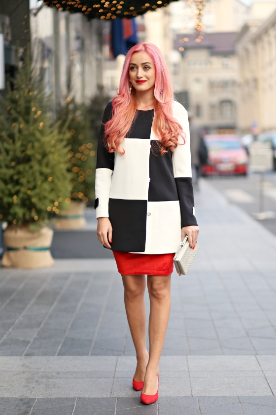 christmassy_outfit_red_velvet_dress_black_white_coat_she_in_madalina_misu (1)