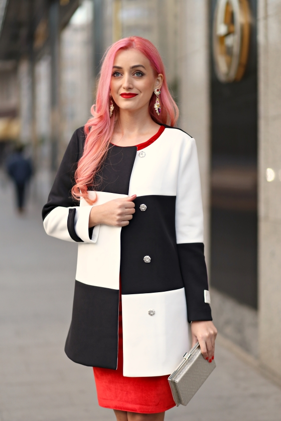 christmassy_outfit_red_velvet_dress_black_white_coat_she_in_madalina_misu (10)