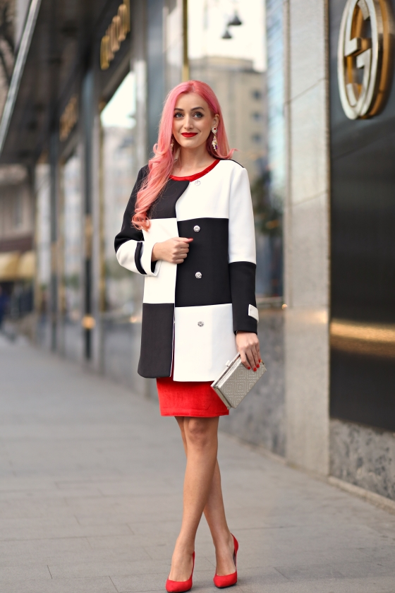 christmassy_outfit_red_velvet_dress_black_white_coat_she_in_madalina_misu (11)