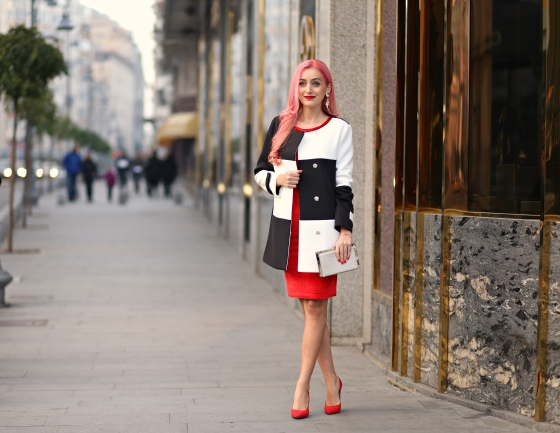 christmassy_outfit_red_velvet_dress_black_white_coat_she_in_madalina_misu (13)