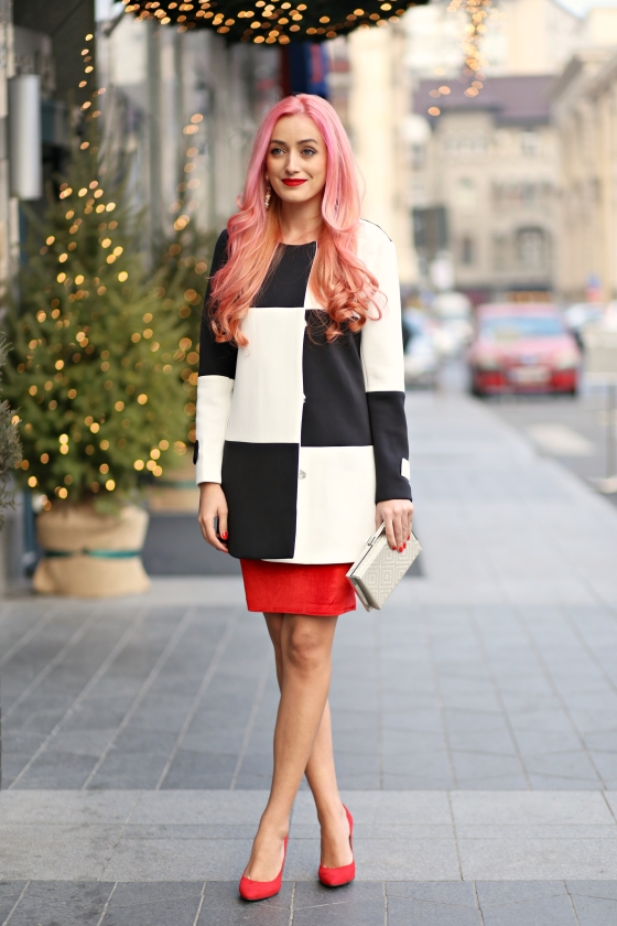 christmassy_outfit_red_velvet_dress_black_white_coat_she_in_madalina_misu (2)
