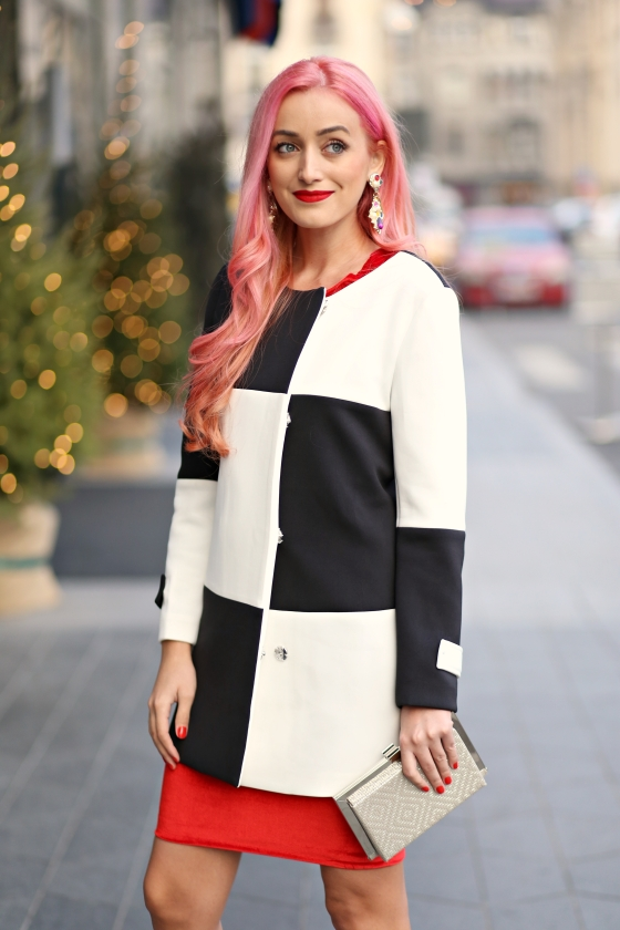 christmassy_outfit_red_velvet_dress_black_white_coat_she_in_madalina_misu (3)