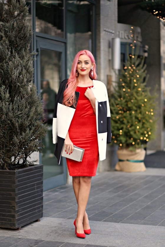 christmassy_outfit_red_velvet_dress_black_white_coat_she_in_madalina_misu (5)