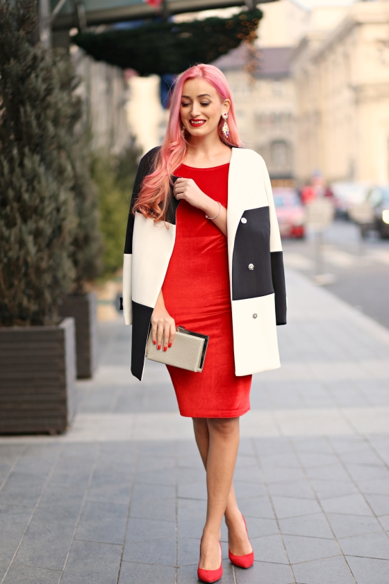 christmassy_outfit_red_velvet_dress_black_white_coat_she_in_madalina_misu (8)
